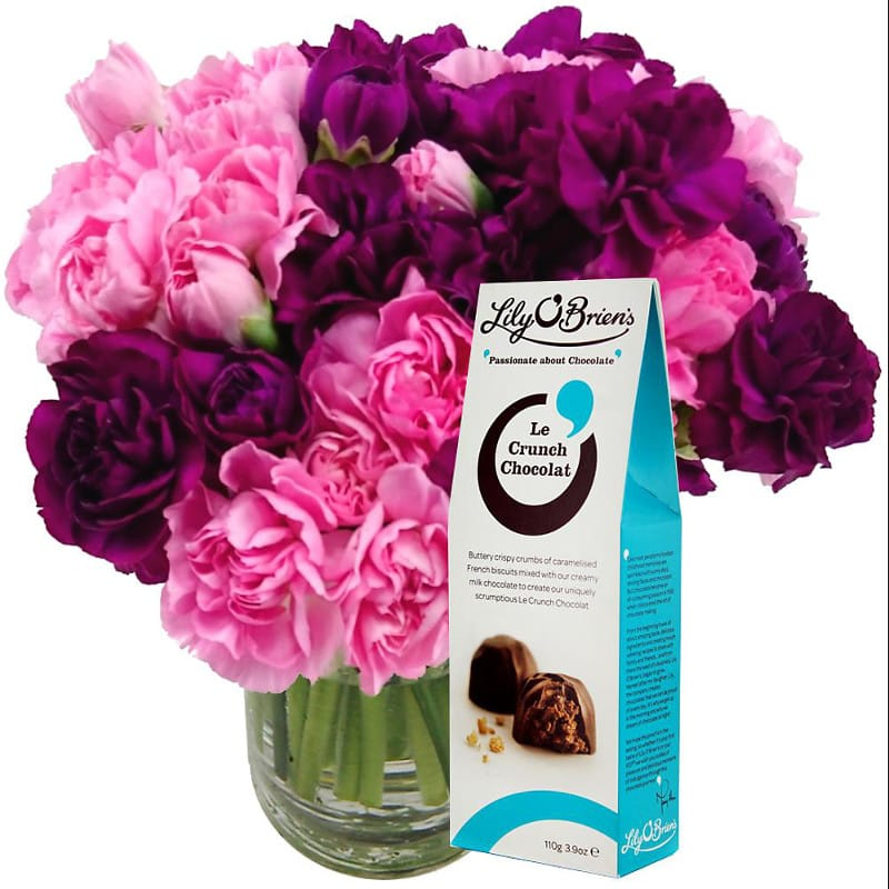 Serenity 15 Spray Carnations with Free Chocolates