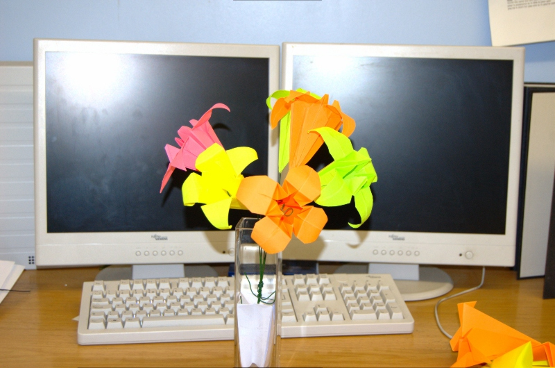 Origami_lily_bouquet