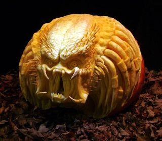 Awesome_halloween_pumpkin_carvings_by_ray_villafane_1